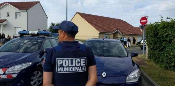 Fransa'nın Metz şehri yakınlarında yaşanan aile dramı, herkesi dehşete düşürdü.