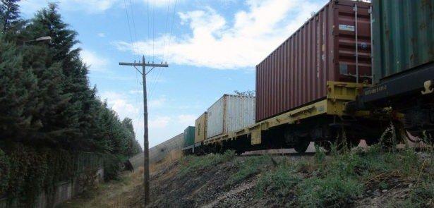 Elazığ'da trenler çarpıştı!