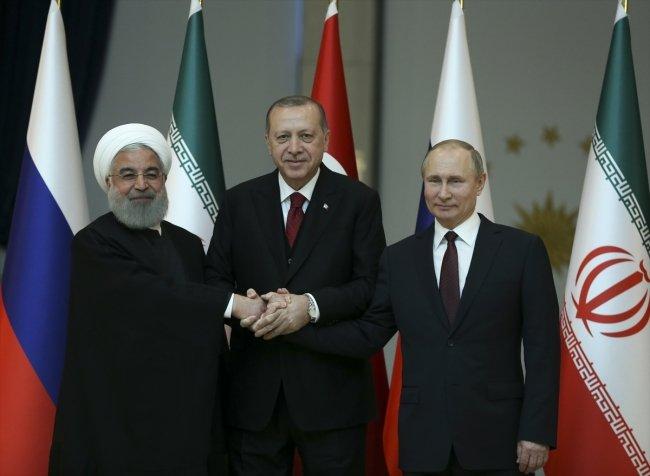 Üç lider, Beştepe'deki zirvede buluştu.